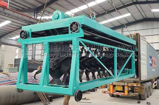 Chile compost turning machine container loading in Huaqiang factory